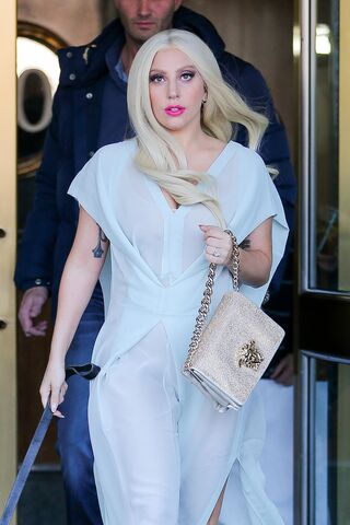 File:2-28-15 Leaving her apartment in NYC 002.JPG