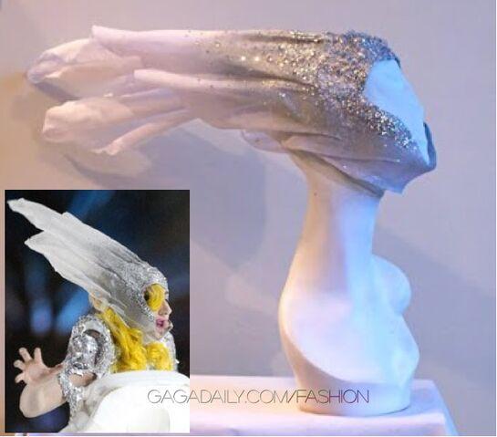 File:Lady-gaga-franc-fernandez-nye-headpiece2.jpg