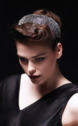 File:Jennifer Behr - Fall 2011 - Crystal dome headwrap.jpg