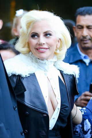 File:10-7-15 Leaving her apartment in NYC 002.jpg