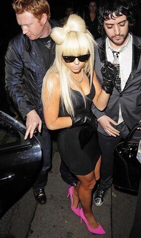 File:1-27-09 Arriving at Roxy Nightclub 001.jpg