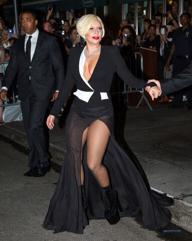 File:9-5-14 Leaving her apartment in NYC 002.jpg