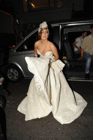 File:9-9-12 Arriving at Arts Club 001.jpg