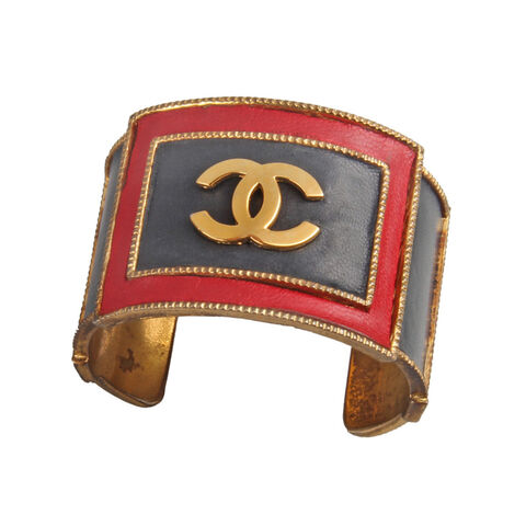File:Chanel - Leather and metal logo cuff bracelet.jpg