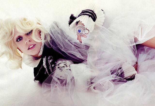 File:01161 LadyGaga VogueSpanien August2010 JoshOlins 1 122 495lo.jpg