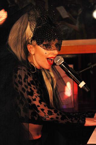 File:5-12-11 Performance at Annabel's Nightclub in London 002.jpg