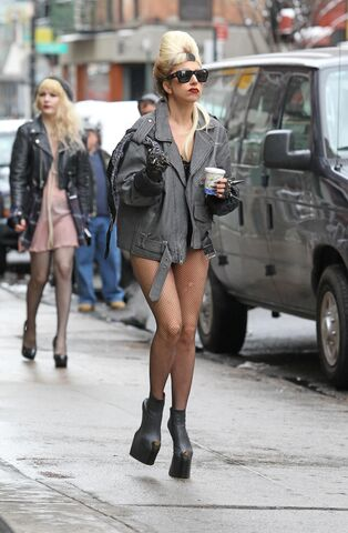 File:11-02-21 NYC (Filming HBO Special).jpg