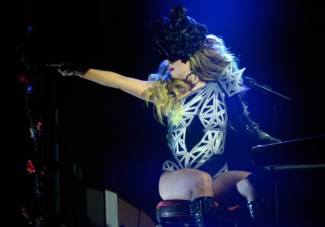 File:3-38-14 Roseland Day 1 Born This Way Acoustic 001.jpg