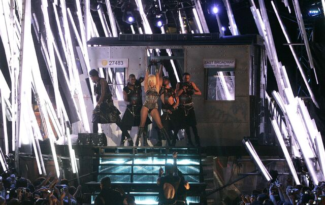 File:6-21-09 MuchMusic Video Awards Performance 005.jpg