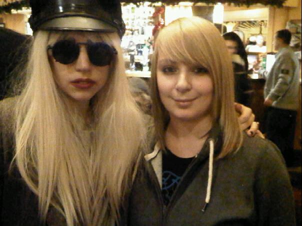 File:12-04-2009 Lady gaga with fan in pub.jpg