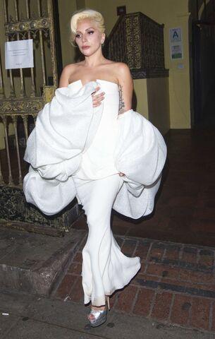 File:9-20-15 Leaving Emmy Fox Party in LA 001.jpg