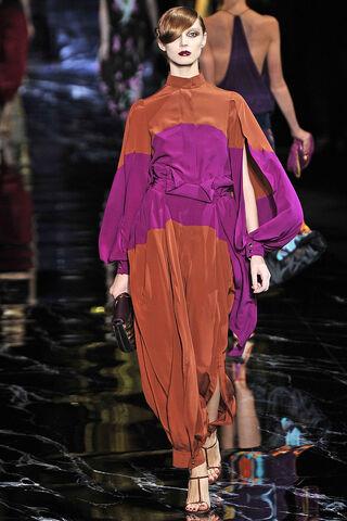 File:Vuitton-SS-2011-bicolore.jpg