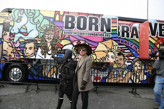 File:1-14-13 Visiting Born Brave Bus 003.jpg