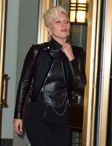 File:10-11-15 Leaving her apartment in NYC 002.jpg