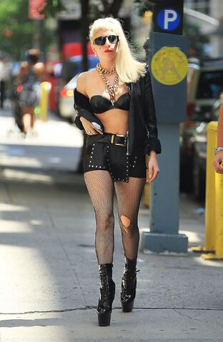 File:Jul17 - Out and about in New York City.jpg