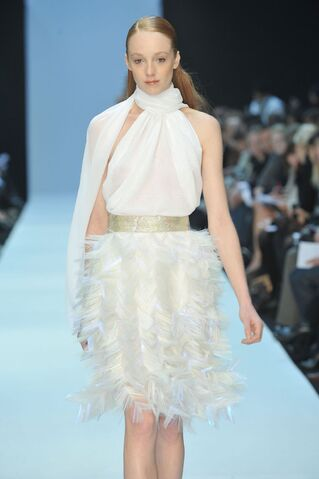 File:Talbot Runhof Spring 2009 RTW Feathered Skirt Dress.jpg