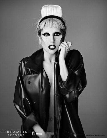 File:Born This Way USB - Mariano Vivanco 021.jpg
