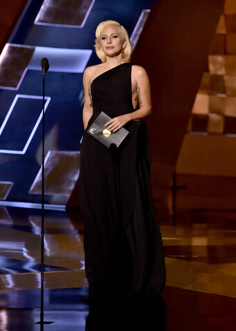 File:9-20-15 Presenting at 67th Primetime Emmy Awards 001.jpg
