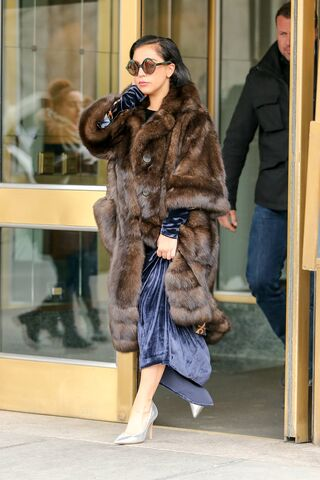 File:2-14-15 Leaving her apartment in NYC 001.jpg