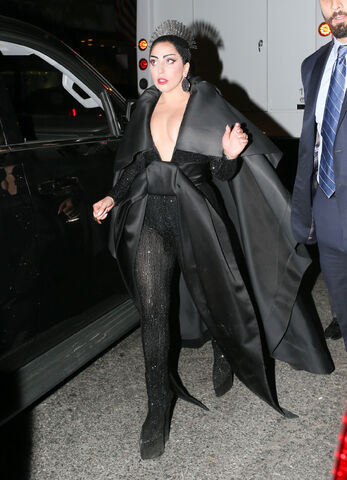 File:5-4-15 Leaving 2015 MET Gala in NYC 001.jpg