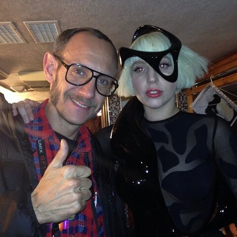 File:11-10-13 ArtRave Backstage 002.jpg
