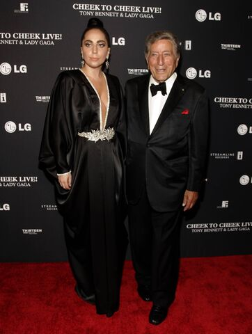 File:7-28-14 At ''Cheek to Cheek Live! - Press Room in NYC 001.jpg