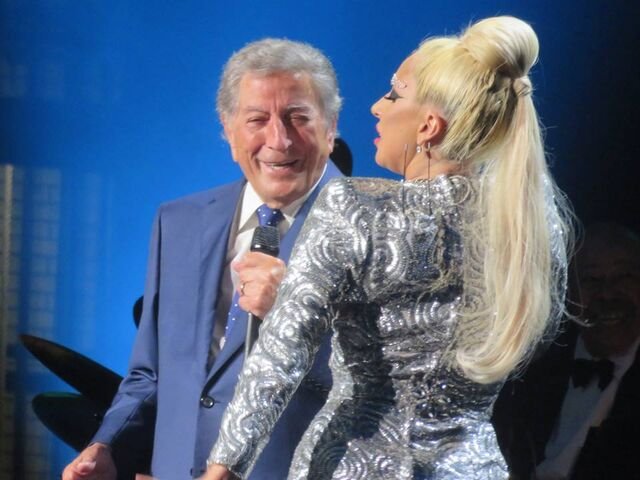 File:6-29-15 Cheek To Cheek Tour 001.jpg