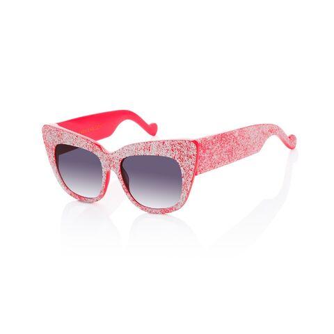 File:AKK - Alice Goes To Cannes sunglasses.jpg