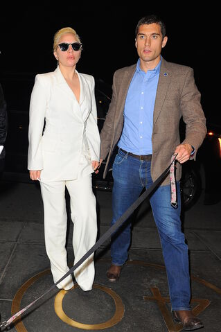 File:12-9-15 Arriving at her apartment in NYC 001.jpg