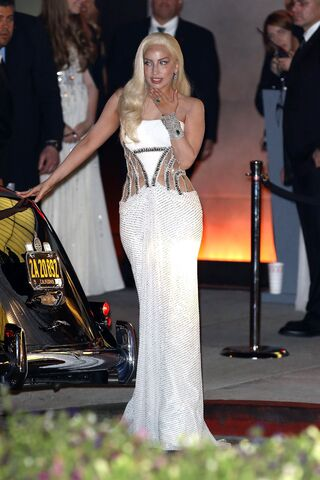 File:3-2-14 Heading to Vanity Fair - Oscars Afterparty 002.jpg