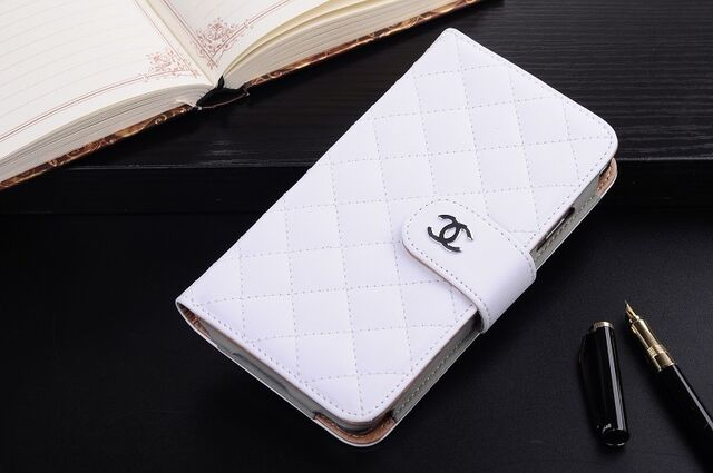 File:Chanel - Leather mobile case.jpg