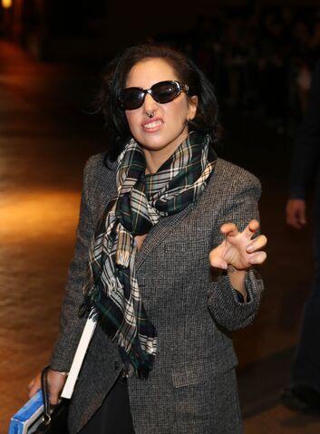 File:8-21-14 Arriving At Her Hotel In Melbourne Australia 002.jpg