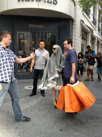 File:8-10-12 Leaving Hermès Store in Chicago 001.jpg