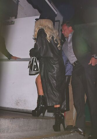 File:Arriving At Craig's Restaurant In Hollywood, CA (Apr. 9) (2).jpg
