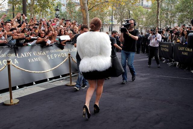 File:9-23-12 Leaving Sephora in Paris 004.jpg