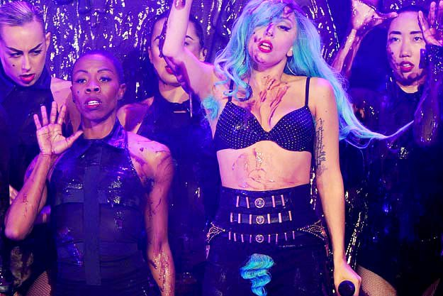 File:Lady-gaga-sports-blue-armpits-and-crotch-at-2011-mmvas.jpg