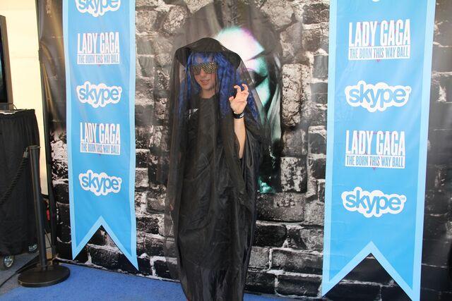 File:Skype Blue carpet 003.jpg