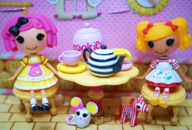 File:Crumbs' tea party.jpg