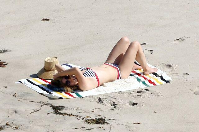 File:Lana-del-rey-bikini-body-beach-01.jpg