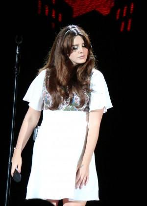 File:Lana-Del-Rey--Performs-at-the-Hollywood-Bowl--03-300x420.jpg