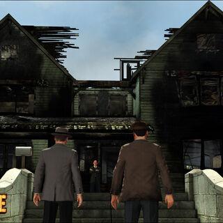 Biggs et Phelps, arrivant sur les lieux de l'incendie de la maison Morelli.