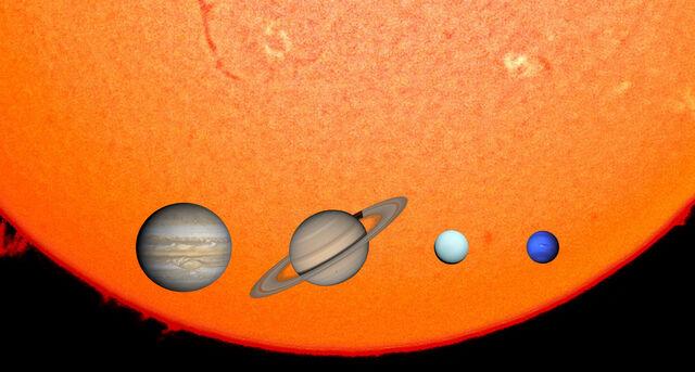 File:Gas Giants & The Sun in 1,000 km.jpg