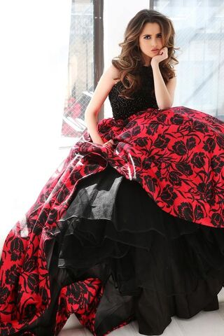 File:Sherri Hill Prom Collection (20).jpg