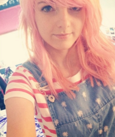 File:Lizzie with Pink hair.PNG