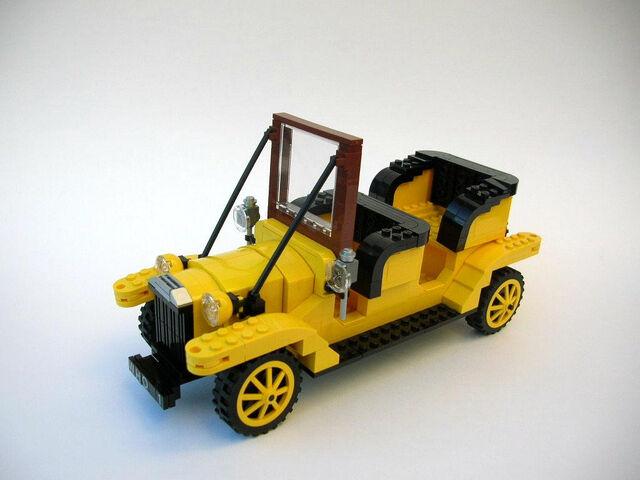 File:Bessie Doctor Who's car.jpg