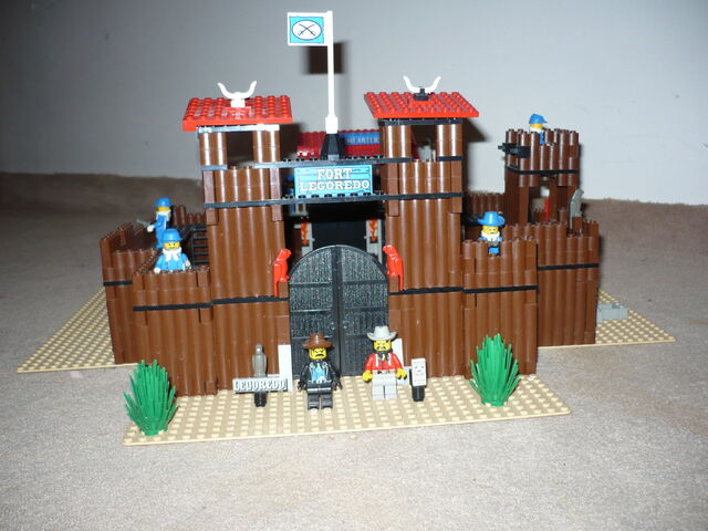 File:6769 Fort Legoredo (2).jpg