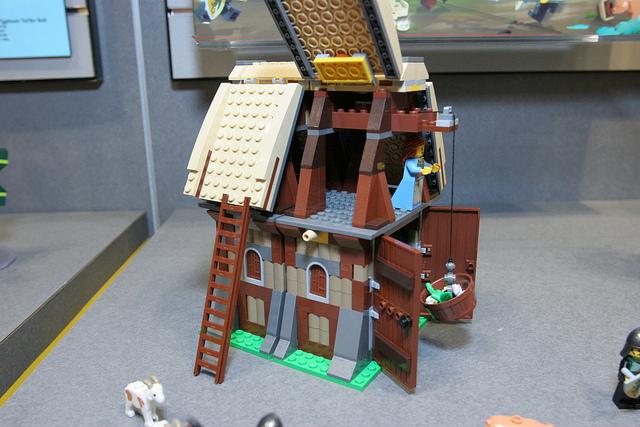 File:LEGO Toy Fair - Kingdoms - 7189 Mill Village Raid - 22.jpg