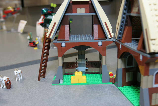 File:LEGO Toy Fair - Kingdoms - 7189 Mill Village Raid - 20.jpg
