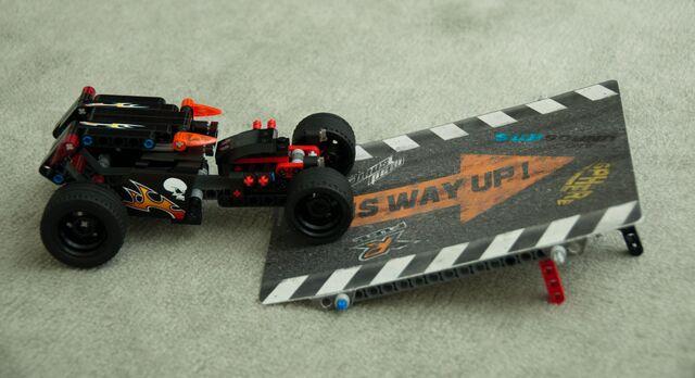 File:8167 Jump Riders car and ramp.jpg