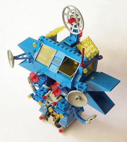 File:Robot command center 1.jpg